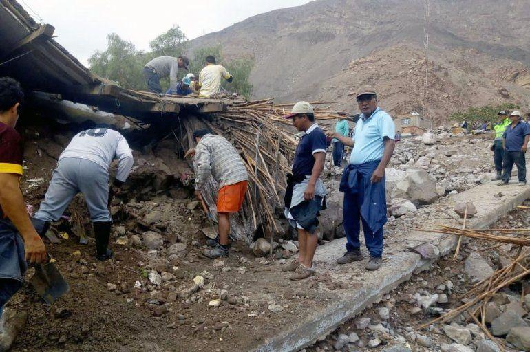 Las intensas lluvias que caen en el sur dePerúhan provocado desbordes de ríos y deslizamientos de lodo que han dejado cinco muertos en dos provincias de la región Arequipa
