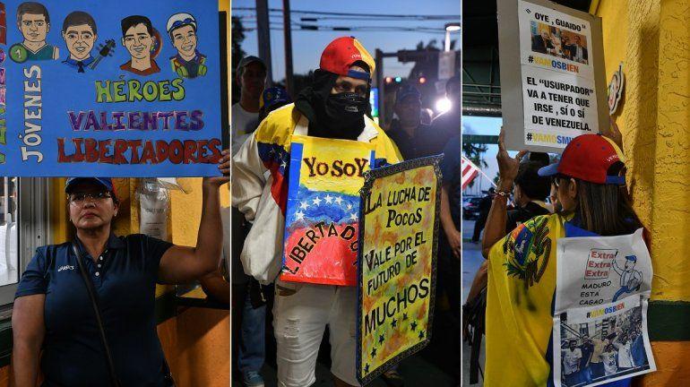 Venezolanos en Miami sostienen carteles en favor de la lucha por el retorno de la democracia a su país y de respaldo al presidente encargado, Juan Guaidó.