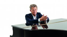 El músico canadiense David Foster.