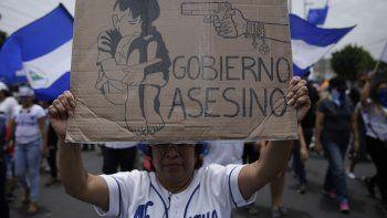 Cientos de nicaragüenses se manifiestan contra la represión y las amenazas del régimen de Daniel Ortega.