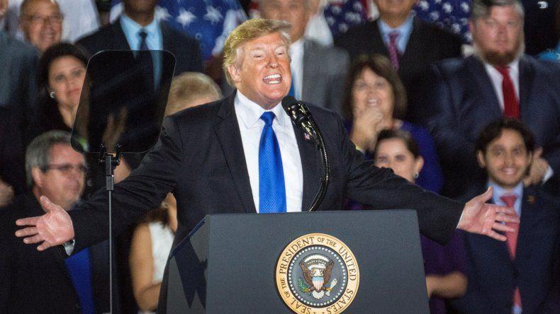 Donald Trump le habla a los militares venezolanos durante un acto celebrado en Miami.