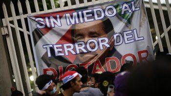 Vista de un cartel contra Daniel Ortega en una marcha en el centro de Managua, Nicaragua, en mayo de 2018.