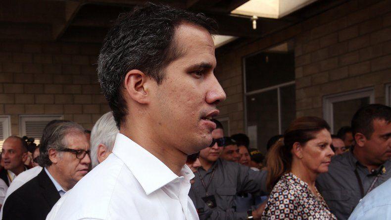 El presidente encargado JuanGuaidó, llega al puente internacional Tienditas este sábado, en Cúcuta.
