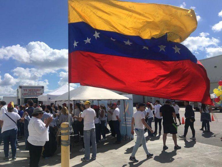 Venezolanos en Miami realizaron una colecta de insumos para sus compatriotas en la nación caribeña.