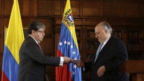 Humberto Calderón Berti se presenta ante el canciller colombiano Carlos Holmes Trujillo.
