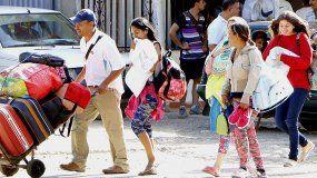 Un total de 63.000 venezolanos cruzan a diario la frontera entre Colombia y Venezuela, 2.500 de los cuales se quedan en el país