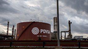 Fotografía de archivo de un tanque de petróleo en una refinería de PDVSA en el estado de Carabobo, Venezuela.