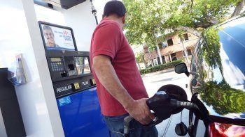 Los conductores de Florida ya están sintiendo en sus bolsillos el incremento acelerado del precio del galón de gasolina