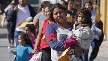 A medida que las condiciones en Centroamérica se volvieron cada vez más violentas, miles de niños y familias viajaron a los EEUU en busca de protección.