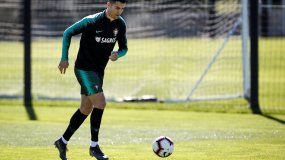 El jugador de la selección portuguesa CristianoRonaldo conoció de la multa durante un entrenamiento del equipo en Oeiras a las afueras de Lisboa, Portugal.