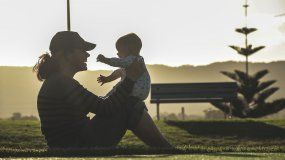 Las actividades al aire libre y la interacción con la naturaleza es importante para los niños.