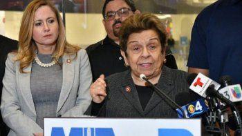 De izq a derecha: las congresistas demócratas Debbie Mucarsel Powell y Donna Shalala, el pasado mes de enero, durante una rueda de prensa a raiz del cierre parcial de la administración federal.