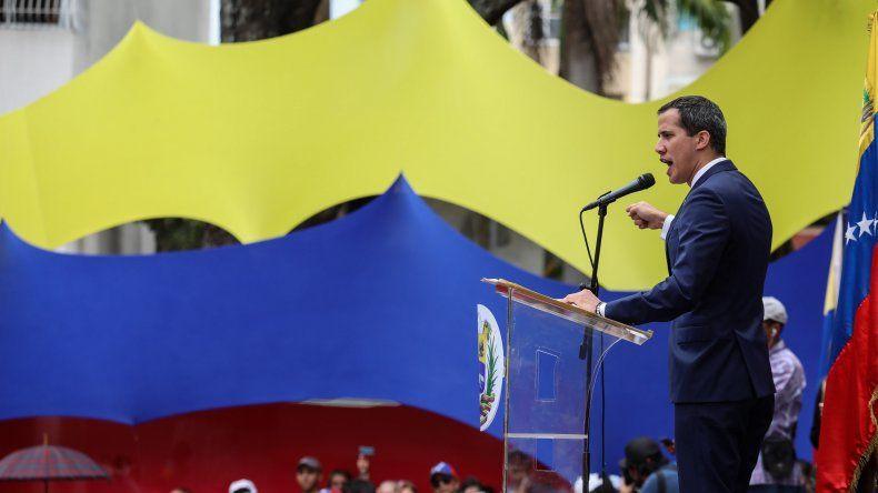 El presidente encargado Juan Guaidó encabeza un cabildo abierto en Caracas este 19 de abril.