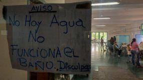 Un aviso en la entrada de un área de recuperación de pacientes del hospital Universitario, en Caracas (Venezuela).