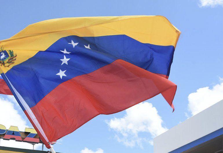 """Resultado de imagen para El embajador estadounidense ante la Organización de los Estados Americanos (OEA), Carlos Trujillo, calificó de """"totalmente inaceptable"""" que un """"gobierno ilegítimo usurpando el poder, está amenazando la seguridad y tranquilidad de la región""""."""