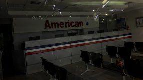 Fotografía de una oficina de venta de boletos de la aerolínea American Airlines en Caracas el 15 de mayo de 2019.