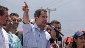 Juan Guaidó, presidente encargado de Venezuela, habla ante cientos de sus simpatizantes en Guatire.