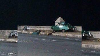 Fotografía del accidente en el Malecón de La Habana publicada por el sitio oficial Cubadebate, tomada de la pagina de Facebook deMauro Torres.