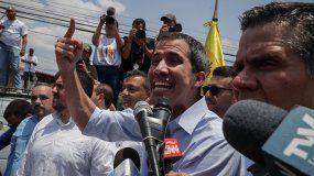 Juan Guaidó, pesidente encargado de Venezuela habla ante sus simpatizantes en Guatire.