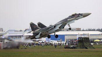 Fotografía de archivo fechada en agosto de 2013 de un avión caza ruso Sukhoi-35.