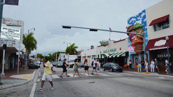 Calle 8 conforma una de las arterias comerciales más importantes de La Pequeña Habana.