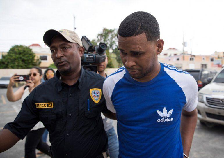 Gabriel Alexander Pérez Vizcaíno (alias El Hueso), el décimo arrestado de los implicados en el atentado contra el expelotero de Grandes Ligas David Ortiz, a su llegada al Palacio de Justicia  en Santo Domingo.
