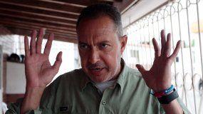 El diputado opositor Ríchard Blanco, acusado por la Justicia del régimen de Nicolás Maduro, habla a los medios tras su llegada a Cúcuta, Colombia.