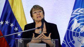 La alta comisionada de Naciones Unidas para los derechos humanos, Michelle Bachelet, habla durante una rueda de prensa este viernes en el aeropuerto internacional Aeropuerto Simón Bolívar de Maiquetia.