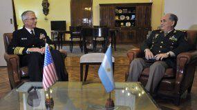 El comandante del Comando Sur de las Fuerzas Armadas de EEUU, el almiranteCraigFaller(i), se reúne con el teniente general argentino Bari del Valle (d) este lunes, en Buenos Aires (Argentina).