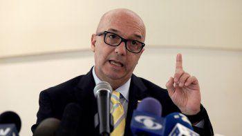 El venezolano Iván Simonovis habla durante una conferencia de prensa en Washington.