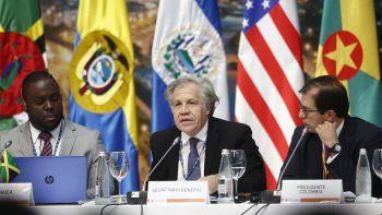El secretario general de la OEA, Luis Almagro (cen.), participa en el diálogo de representantes de las organizaciones de la sociedad civil y otros actores, con jefes de delegación, secretario general y secretario general adjunto de la Organización de Estados Americanos este 26 de junio de 2019 en Medellín, Colombia.