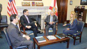 Carlos Vecchio, embajador de Venezuela en EEUU; Marco Rubio y Bob Menéndez, senadores estadounidenses, y Lilian Tintori, activista por los derechos humanos y esposa del líder opositor Leopoldo López.