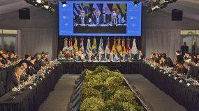 Los líderes de MERCOSUR han coincidido en que la comunidad internacional debe continuar contribuyendo, por todos los medios pacíficos a su alcance, a buscar un pronto retorno de la institucionalidad democrática a ese país (Venezuela).