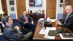 Los embajadores Francisco Santos y Carlos Vecchio fueron recibidos por el congresista Albio Pires