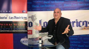 Juan Juan Almeida presenta su programa de debate desde la redacción de DIARIO LAS AMÉRICAS.