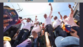El presidente encargado de Venezuela, Juan Guaidó, convocó a los venezolanos para una sesión de calle gigante el 23 de julio cuando dijo, hará anuncios importante sobre los próximos paso de la lucha.