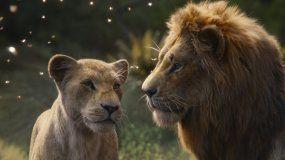 Nala, con la voz de Beyoncé Knowles-Carter, izquierda, y Simba, con la voz de Donald Glover, en una escena de El Rey León en una imagen proporcionada por Disney.
