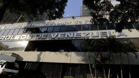 Entrada principal de la sede de la petrolera estatal Petróleos de Venezuela, PDVSA, en Caracas, Venezuela, lunes 28 de enero de 2019.