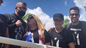 Olga Tañón junto a Bad Bunny, Ednita Nazario y Tommy Ramos.