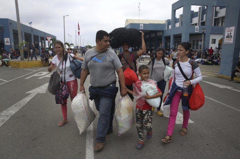 Resultado de imagen de Venezolanos en Perú podrán realizar trámites consulares en su embajada