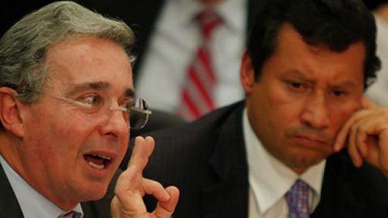 El expresidente Álvaro Uribe (izq.) y el abogado Jaime Lombana.