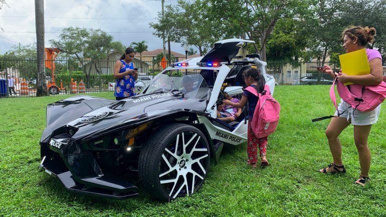 El novedoso Polaris Slingshot, vehículo de tres ruedas de la Policía de Miami.