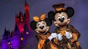 Este viernes 16 de agosto, al anochecer, comienza para Disney la temporada más spooky y divertida del año.