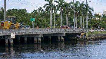 Departamento de Agua y Alcantarillado de Miami-Dade instaló con éxito un dispositivo de succión.