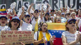 Protesta en Caracas frente a la sededel Programa de las Naciones Unidas para el Desarrollo (PNUD) exigiendo el cese de las torturas.