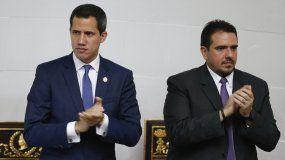 El presidente encargado Juan Guaidó junto al vicepresidente del Parlamento, Stalin González