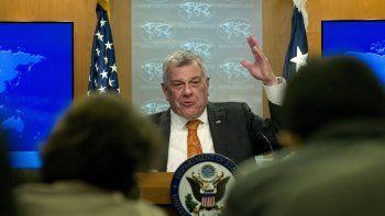 Michael Kozak, embajador de la Oficina de Democracia, Derechos Humanos y Asuntos Laborales de Estados Unidos, habla durante la presentación de un reporte del Departamento de Estado, en Washington.