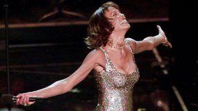 Whitney Houston actúa en el Shrine Auditorium, en Los Angeles.