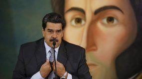 Con un mural del prócer independentista Simón Bolívar de fondo, el mandatario venezolano Nicolás Maduro da una conferencia de prensa en el Ministerio de Relaciones Exteriores en Caracas, Venezuela, el lunes 30 de septiembre de 2019.