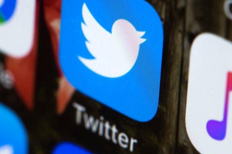 Fotografía de archivo fechada el 26 de abril del 2017 que muestra el logotipo de Twitter en un teléfono celular.